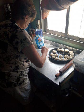 Zulema cocinando Knishes