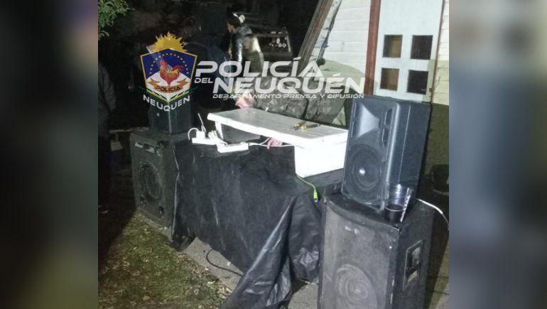 La Policía logró desarticular una fiesta clandestina en el Lago Meliquina, cerca e San Martín de los Andes.