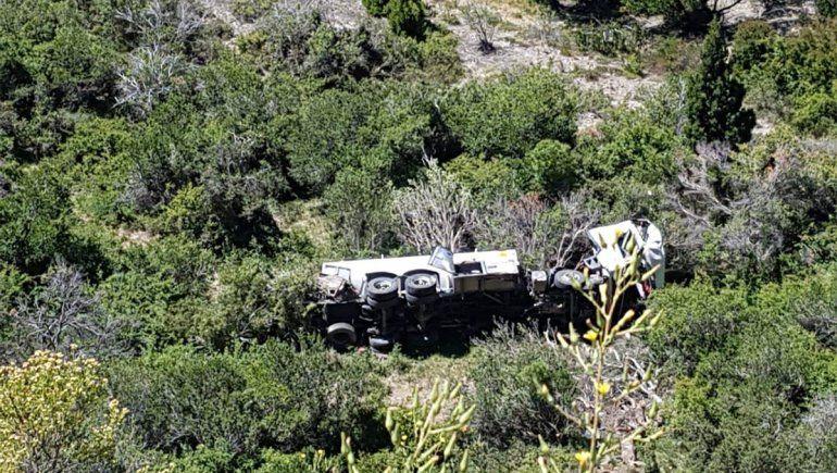 Camionero pasó de largo, cayó por un barranco y murió