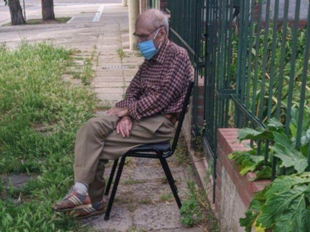 Abuelo con síntomas de Covid no recibió asistencia y sus vecinos le salvaron la vida