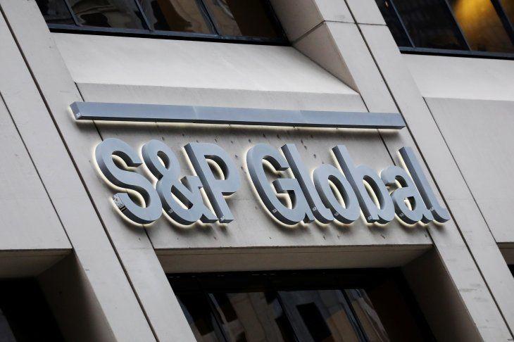 Foto de archivo. El logotipo de S&P Global se muestra en sus oficinas en el distrito financiero de Nueva York