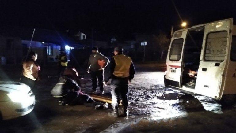 Una ciclista fue arrollada por un taxi en Junín de los Andes y salvó su vida de milagro.