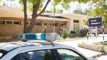 Centenario: encañonan a un adolescente para robar en su casa