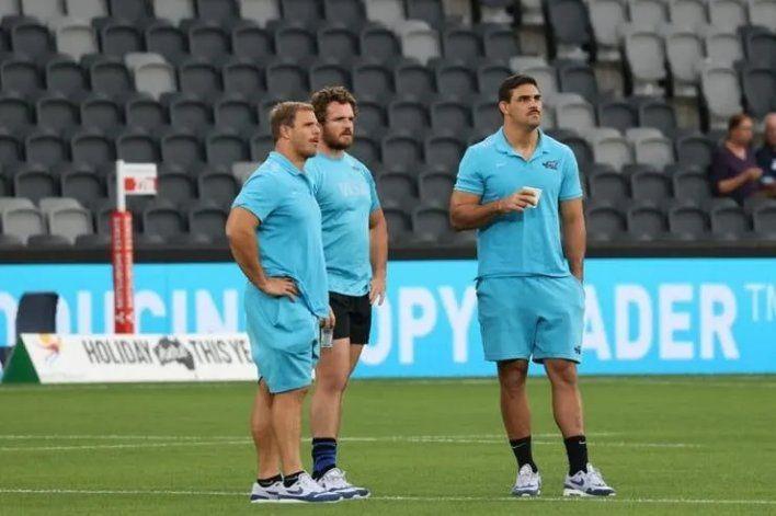 El capitán Pablo Matera mirando el precalentamiento de Los Pumas antes de enfrentar a Australia.