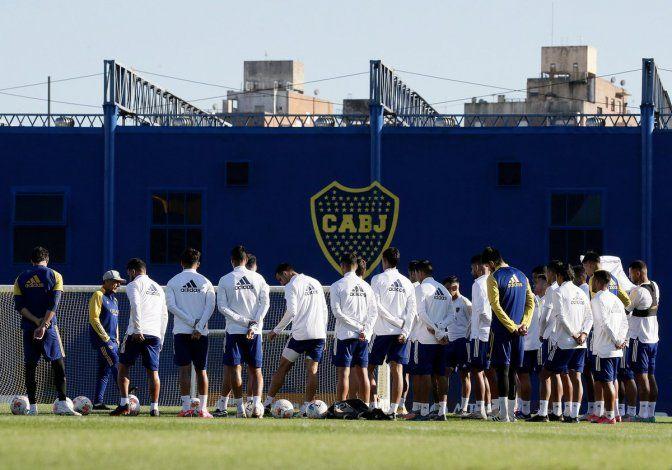 Román les habló a los jugadores para trasmitirles calma de cara superclásico del domingo.