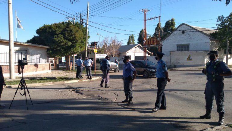 La toma de rehenes lleva 8 horas en Zapala: tensa negociación