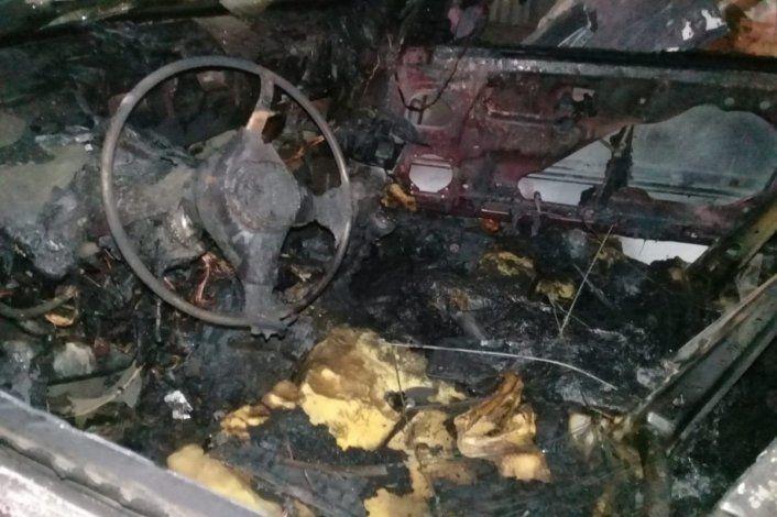 Se le incendió el auto luego de que le respondió a la intendenta por una bici robada
