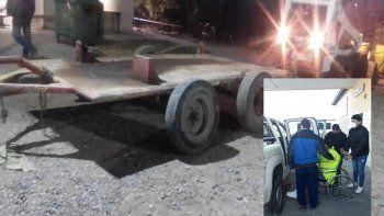 camion volcador arrastro a un empleado municipal: esta grave