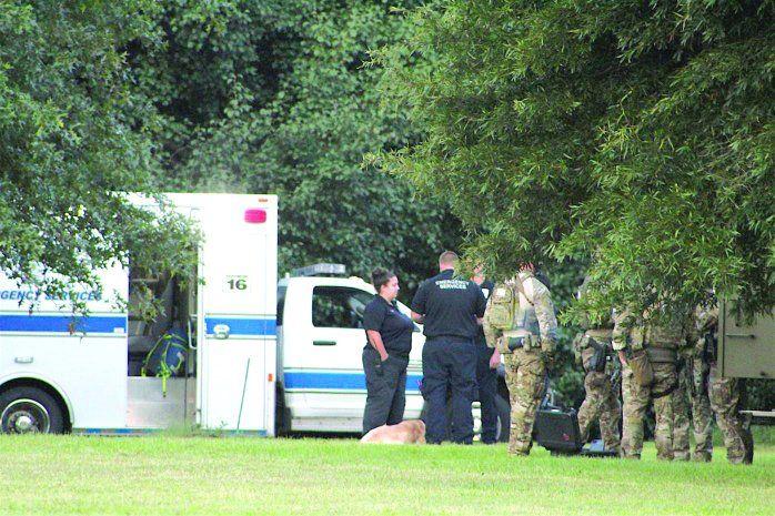 Cuando los agentes le pidieron que saliera de su casa y se entregara, Jonathan Newell se pegó un tiro en la cabeza.