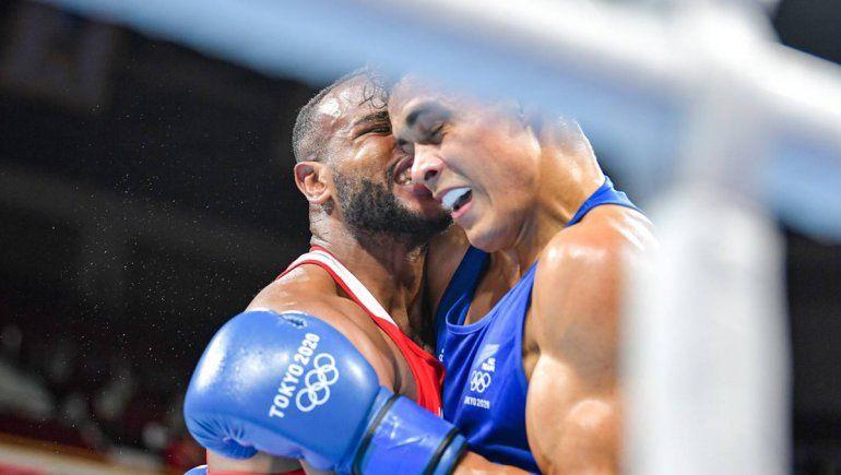 Insólito: un boxeador intentó emular a Mike Tyson mordiéndole la oreja a su rival