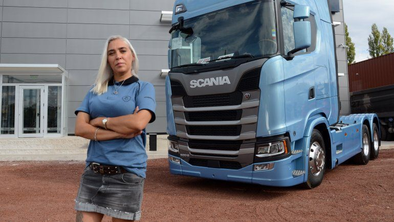 agustina saco la licencia conducir categoria e manejo profecional camiones 4jpg