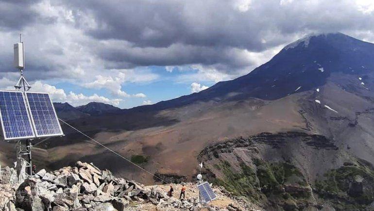 Quedó inaugurado el sistema de monitoreo del volcán Lanín