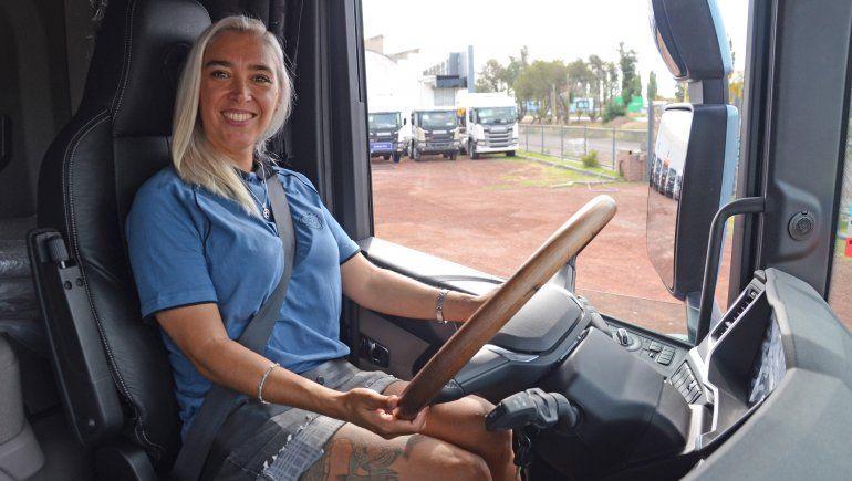 Cumplió su sueño: es camionera profesional y una de las mejores del país