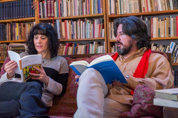 Comparten la vida, la pasión literaria y los premios
