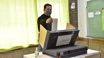 Claudio Domínguez votó y destacó la consulta popular a la enmienda