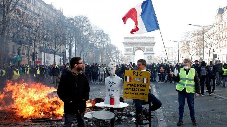 Detenidos y heridos durante una protesta en París (Vídeos)