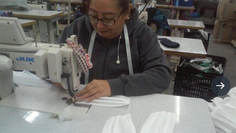 Cooperativa textil produce barbijos en medio de la escasez