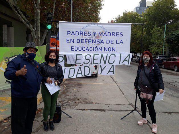 Padres y Madres en Defensa de la Educación es una de las organizaciones que reclaman la vuelta a las clases presenciales.