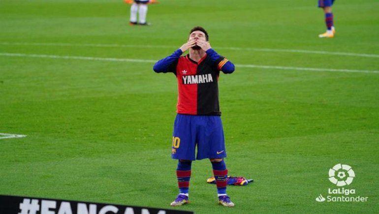 Messi rindió homenaje a Maradona en el juego entre Barcelona y Osasuna.