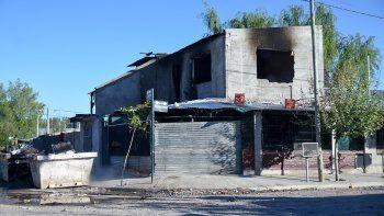 narco baleo a dos adolescentes y vecinos quemaron su casa