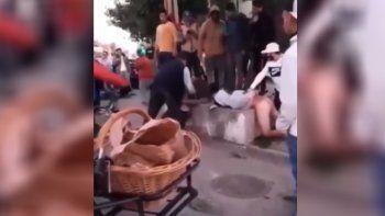 Vecinos hicieron justicia por mano propia con motochorros: los desnudaron y golpearon