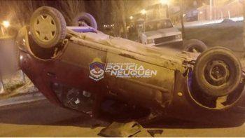 Borracho perdió el control de su auto y protagonizó un vuelco