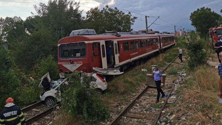 Un músico se filmaba cantando en el auto y un tren lo arrolló