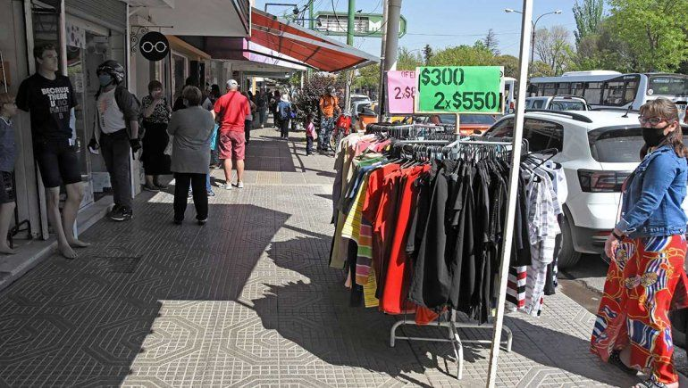 Recién el miércoles comenzaron a aumentar las ventas por el Día de la Madre en Neuquén.