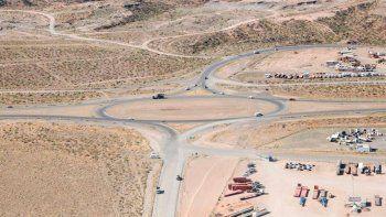 Gutiérrez visitó los avances de la obra del ruta del petróleo