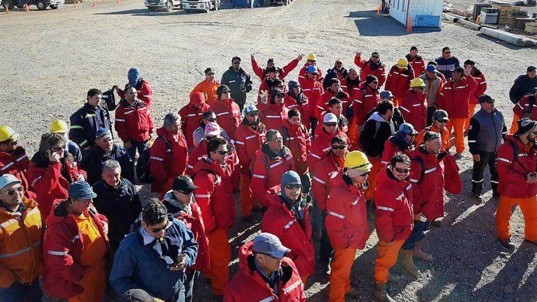 Los obreros se manifestaron ayer en la base de operaciones de Techint en el área Fortín de Piedra.