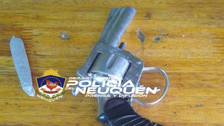 El joven detenido tenía en su poder un revólver con el que habría herido a la víctima.