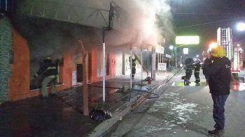 Un incendio provocó pérdidas totales en una tienda de ropa