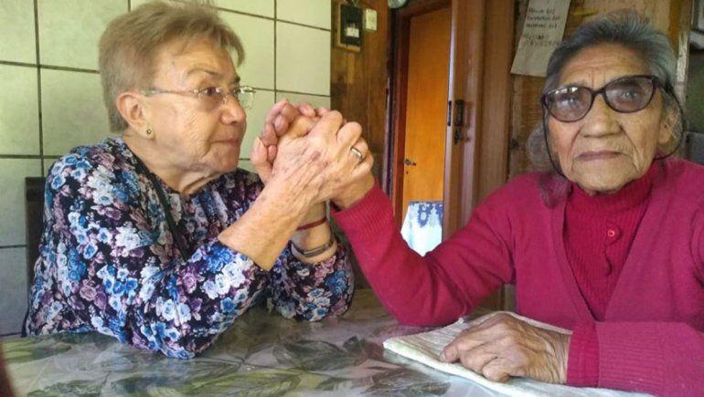 Dos amigas neuquinas se reencontraron en San Martín después de 70 años