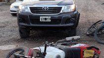 cuatro personas en una moto chocaron contra una camioneta
