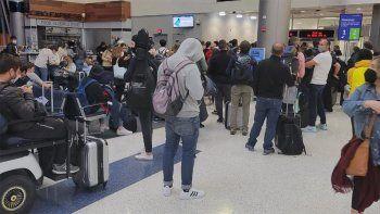 panico en un vuelo de united con 300 argentinos a bordo