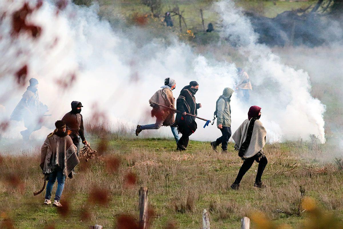 un manual mapuche ensena a generar caos y destruir