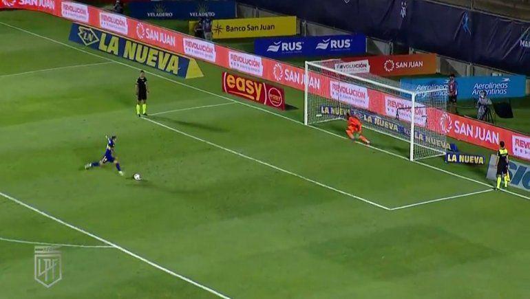 Momento en el que Julio Buffarini cobró el último penal de Boca.