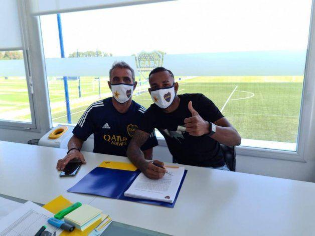 Villa renovó contrato con Boca hasta el 2024