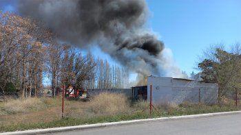 Gran incendio en un local abandonado en Valentina Norte