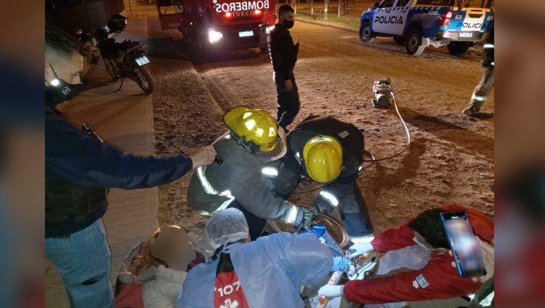 Se le atascó el pie en el cuadro de la bici, la rescataron los bomberos y terminó en el hospital