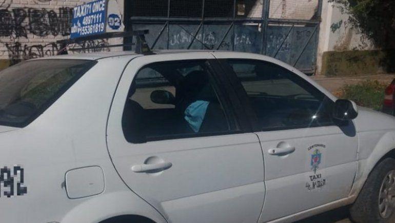 Una taxista de Centenario fue atacada violentamente por un delincuente.