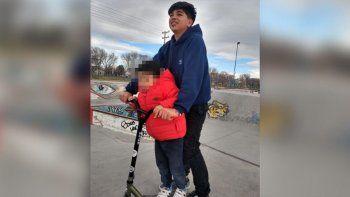 La historia de Santiago, el loco del monopatín que llora Chos Malal