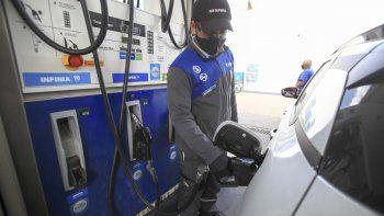 neuquen: consumo de combustibles bajo mas de un 8% en abril