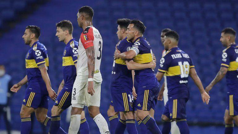 Boca goleó en la noche de Tevez y llega fuerte a octavos