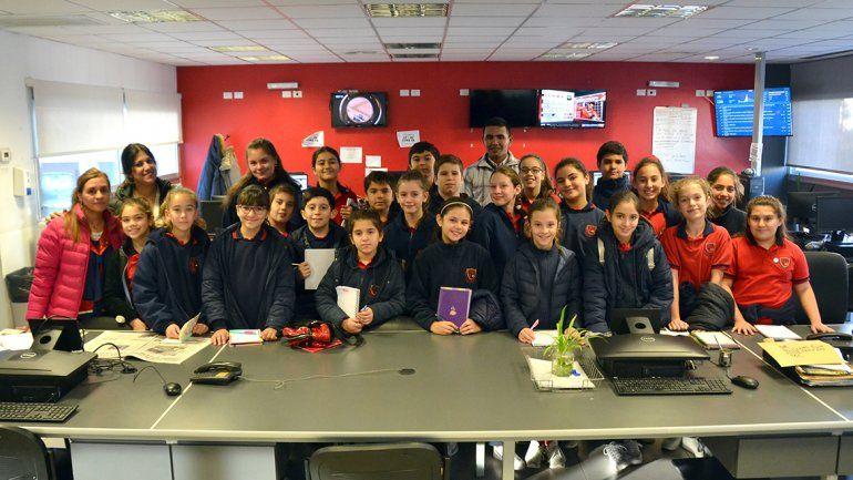 Alumnos del Colegio Líder visitaron la redacción de LM Neuquén