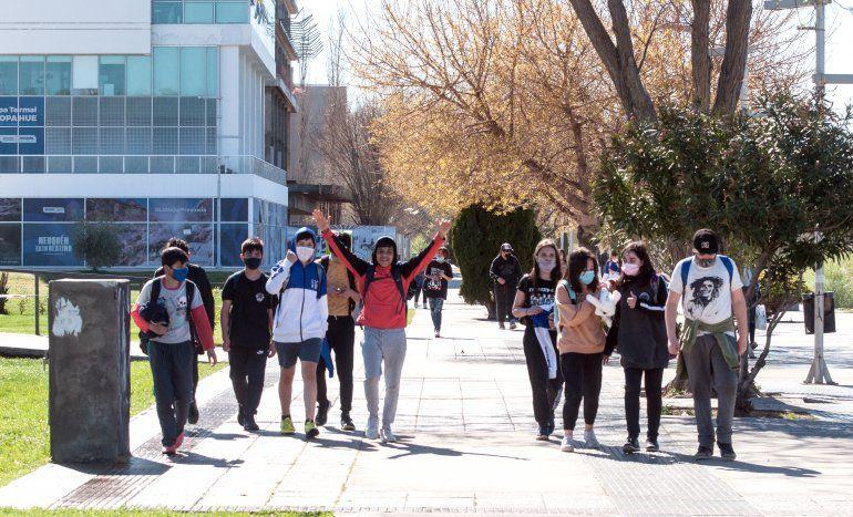 Los jóvenes se volcaron de manera masiva a los espacios públicos para festejar su día, después de dos primaveras atípicas.