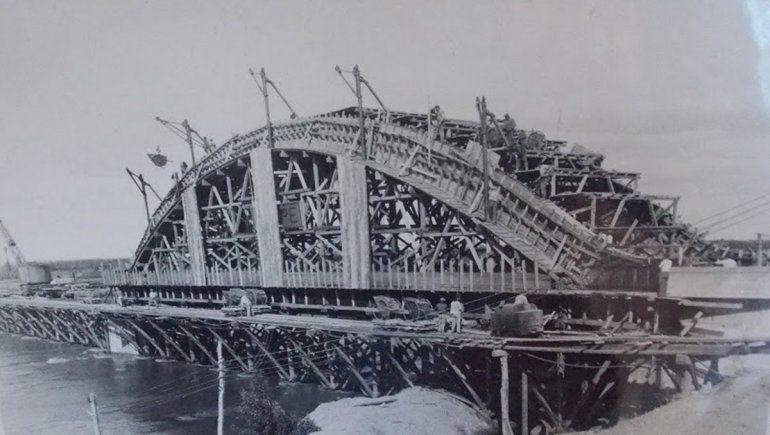 Encofrado de la construcción del puente carretero.