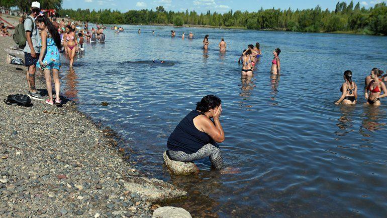 Los neuquinos invadieron la costa para paliar el calor de miércoles