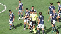 jugadores le pegaron a un arbitro en otra final polemica del ascenso