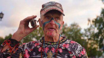 youtube: un hombre de 74 anos es viral por hacerse mas de 60 tatuajes en tiempo record